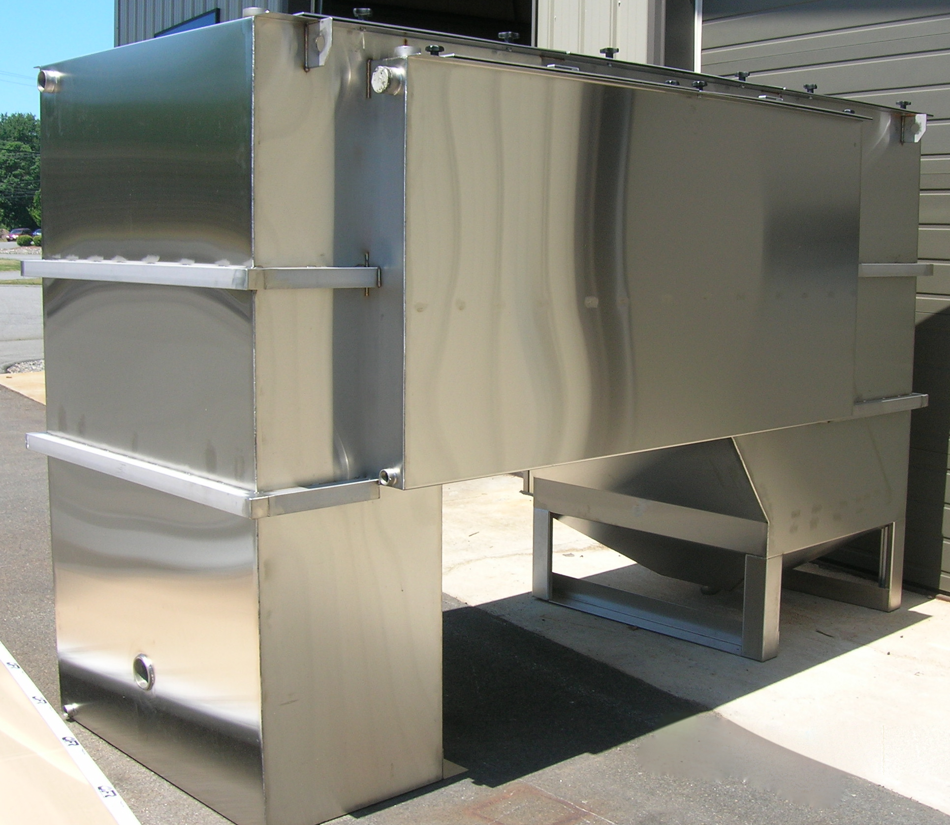 Oil and Solids Water Separation Unit