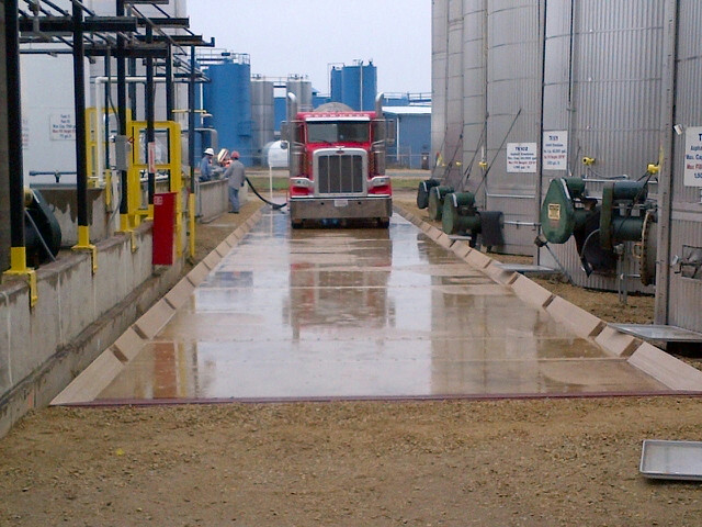 Concrete Containment Systems : Portable wash bay containment pads